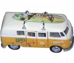 VW Bus mit Surfboard